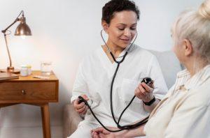 SUPERCUIDADORES ofrece 40 becas a cuidadores y profesionales